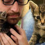 หนุ่มไม่คิดมาก่อนว่าย้ายบ้านใหม่ จะได้แมวใหม่มาเลี้ยงด้วย แต่ก็รับมันไว้แต่โดยดี