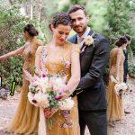 เจ้าบ่าวและเจ้าสาวโดนแย่งซีน เมื่อแก๊งแรคคูนโผล่มาจ้ะเอ๋ ระหว่างถ่ายรูปแต่งงาน